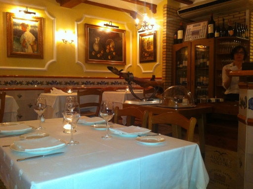 Welcoming atmosphere of the Racó del Turia restaurant