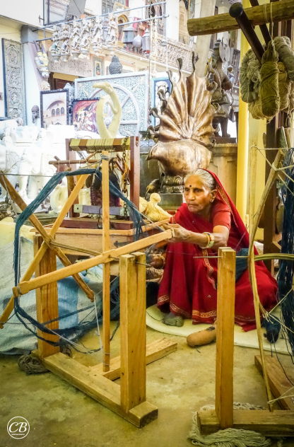 Spinning of camel-hair wool and weaving