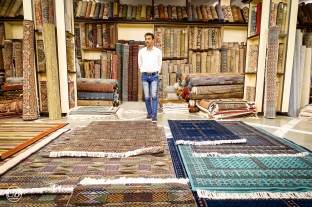 Silk rugs that change colour depending on the light exposure